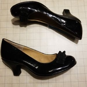 Vintage Style Softspots Bow Heels size 7.5